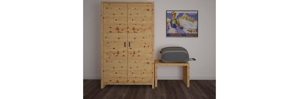 Armadio in legno massello cirmolo