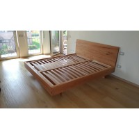 Bett aus Massivholz aus Kernbuche