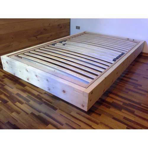 Letto in legno massello di cirmolo senza parti metalliche