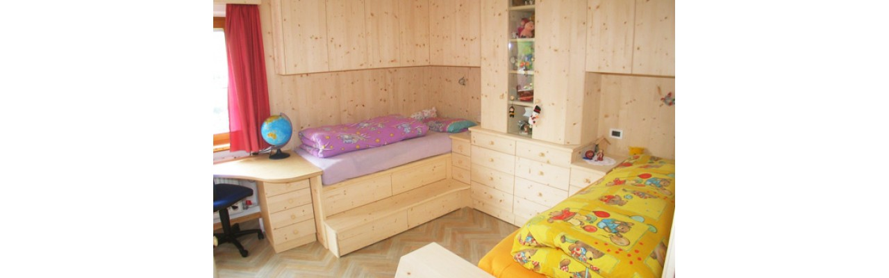 Camera da letto per bambini in abete naturale